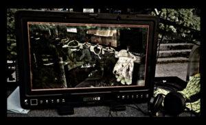 Monitorin ruudulla näkyy työhansikkaita rivissä.